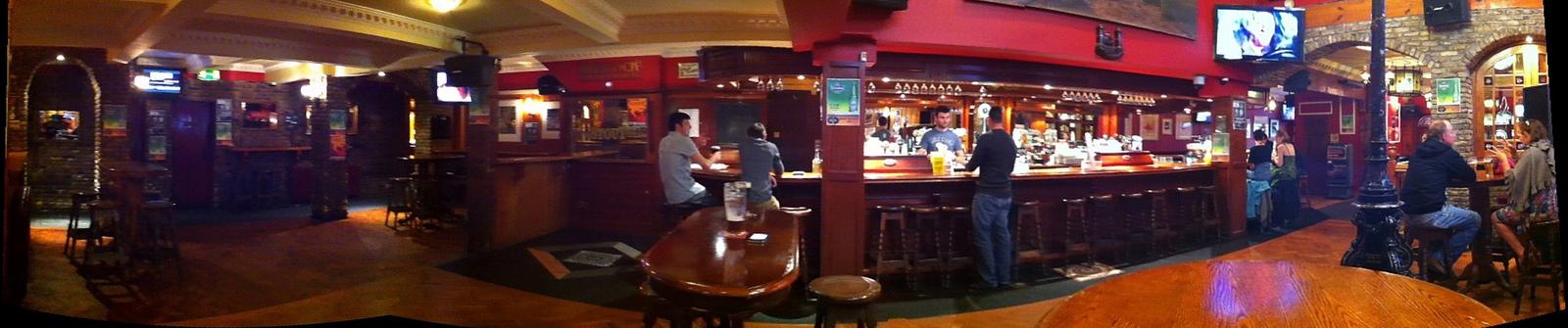 L'intérieur du célèbre Old Oak de Cork - C.P. : Christine Di Paulo